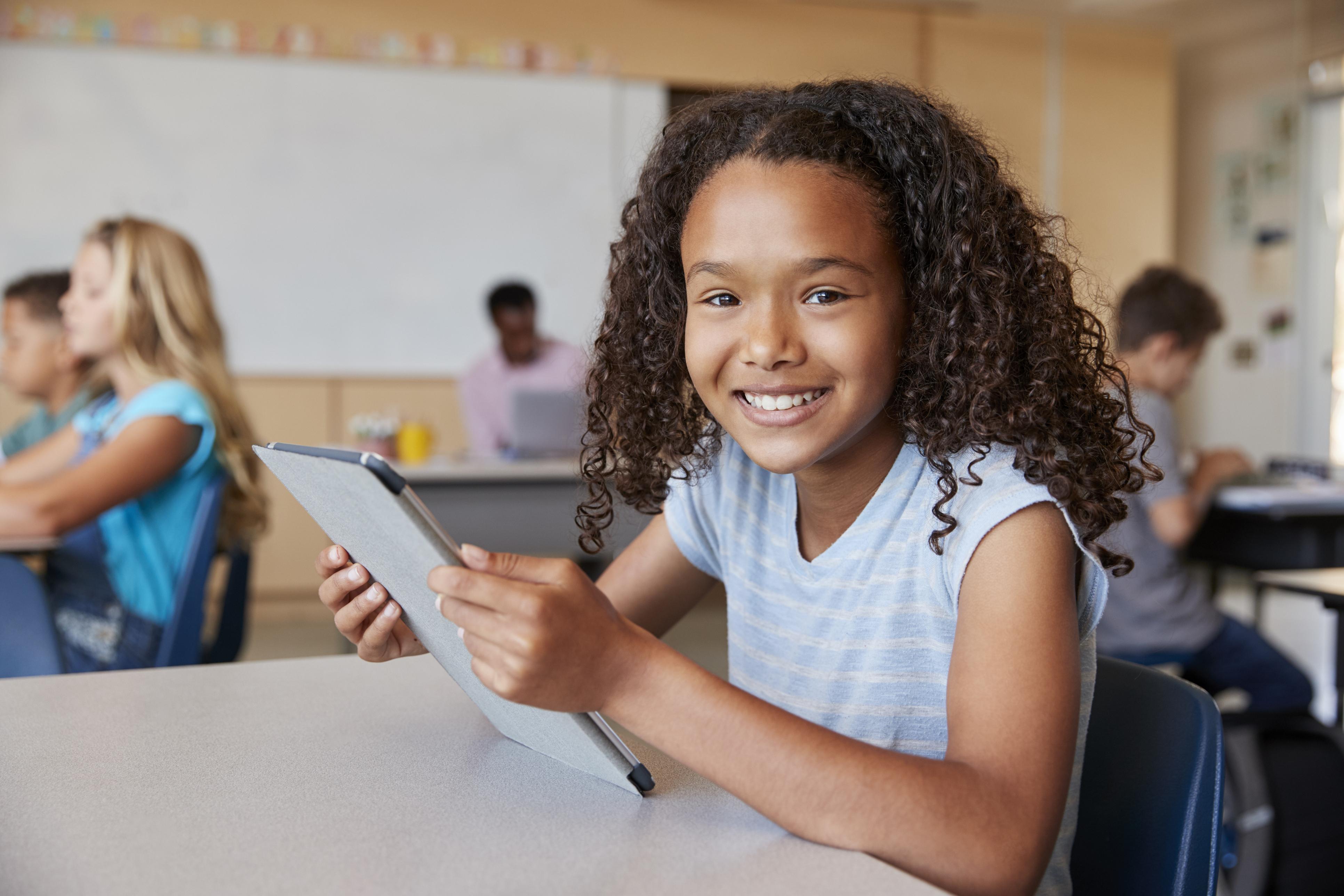 Crianças e tecnologia: até que ponto o uso das telinhas é saudável?