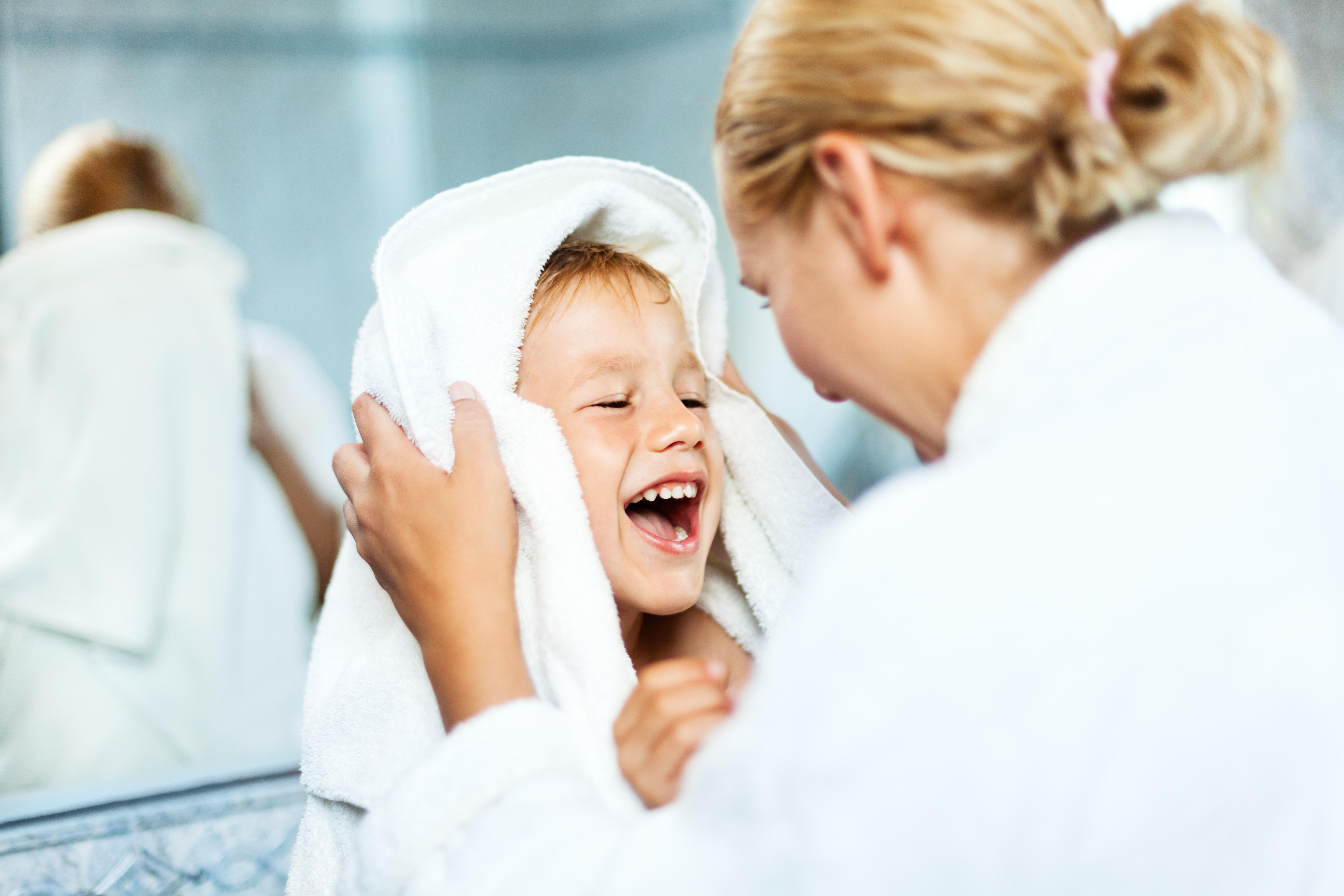 Tomar ou não banho com seu filho?