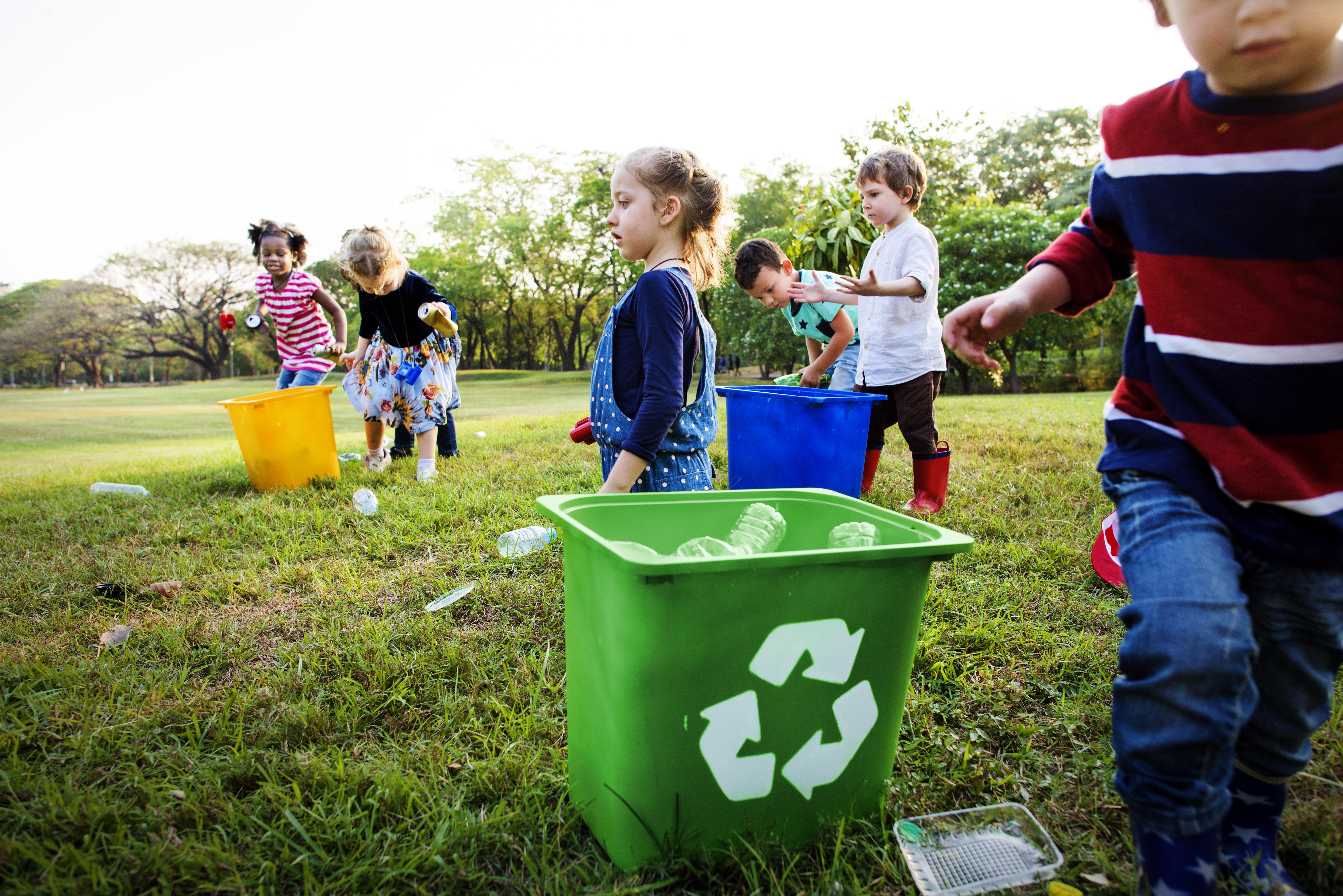 Brincadeiras para ensinar reciclagem para as crianças